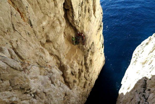 Escalade en terrain d'aventure Calanques Marseille Cassis